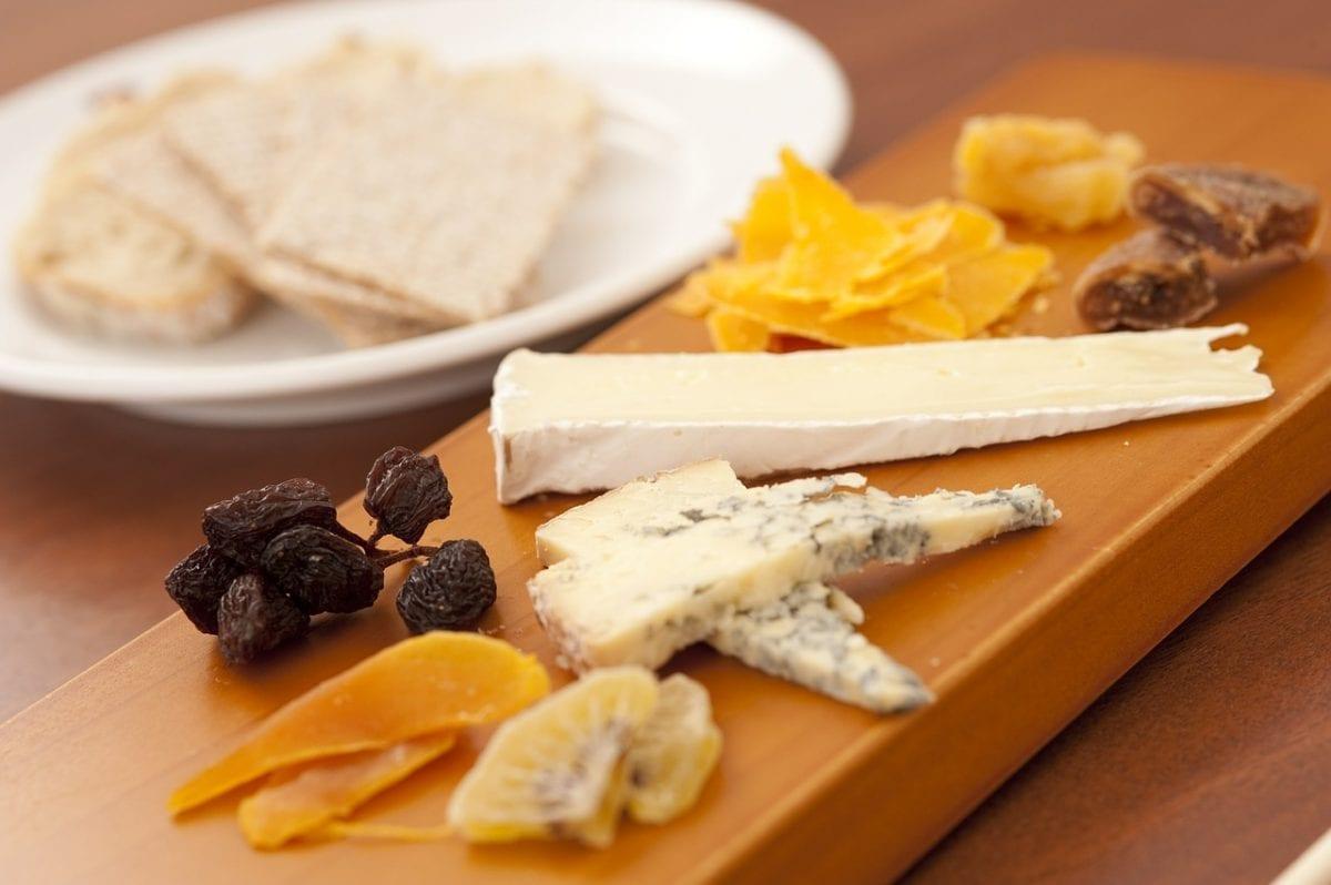 cómo acompañar una tabla de quesos