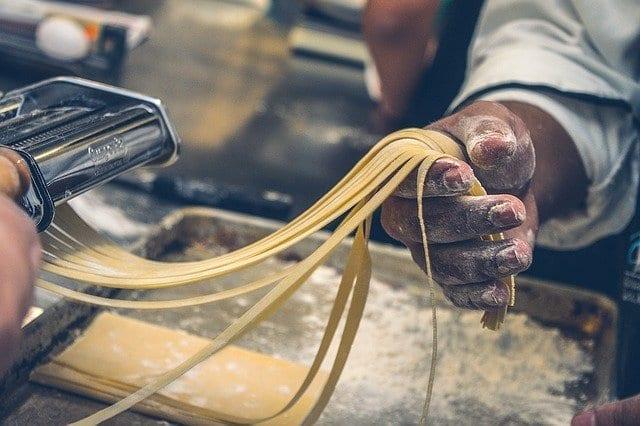 cocinando restaurante pasta