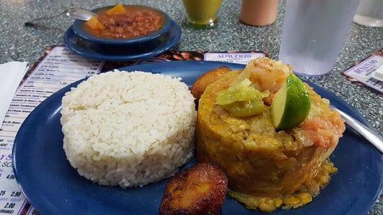Mofongo con arroz y habichuelas