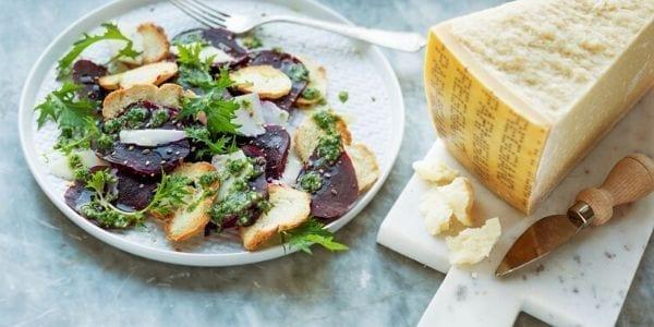 Parmigiano Reggiano y ensalada