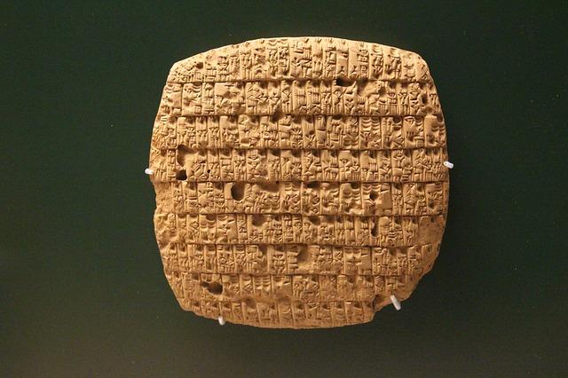 Tablilla mesopotámica en escritura cuneiforme