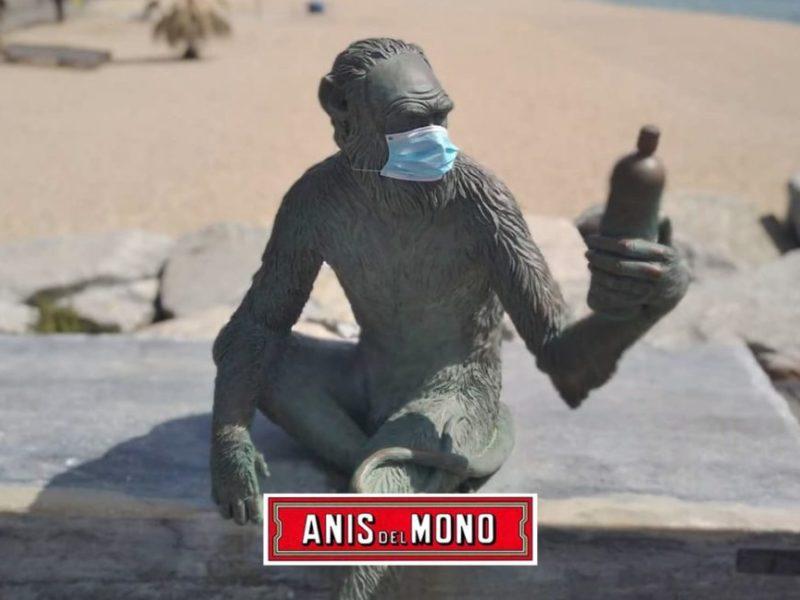 Mono en el paseo marítimo de Badalona