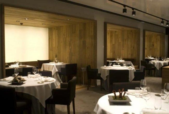 Mesas en el restaurante opazo