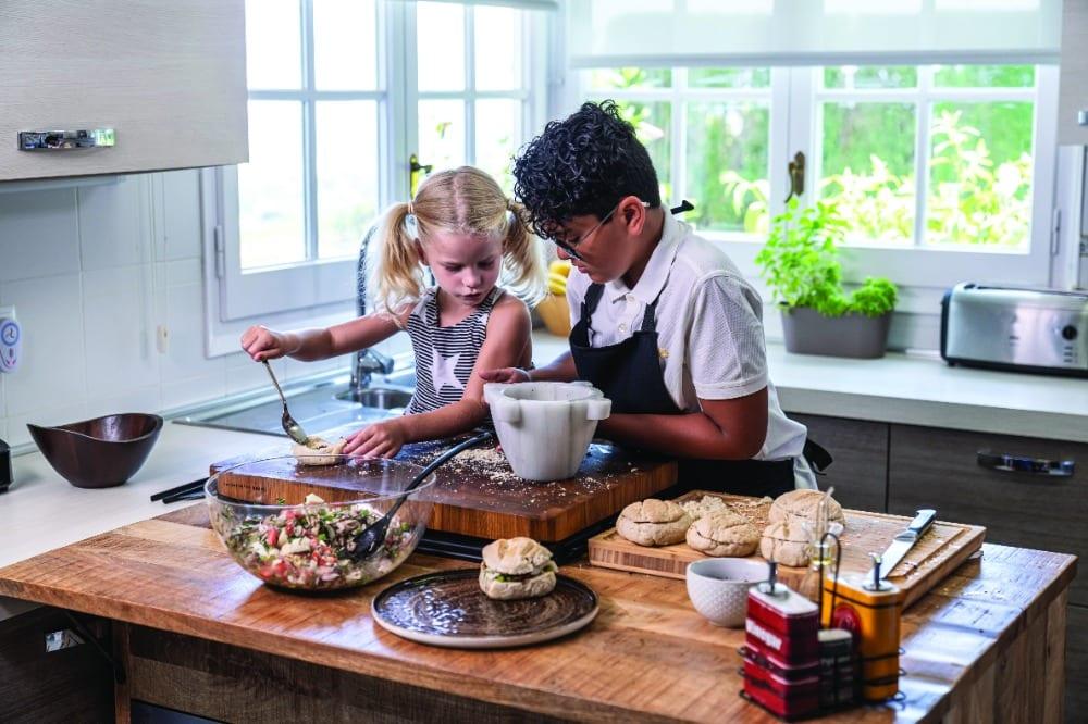 cocinar en familia niños cocina