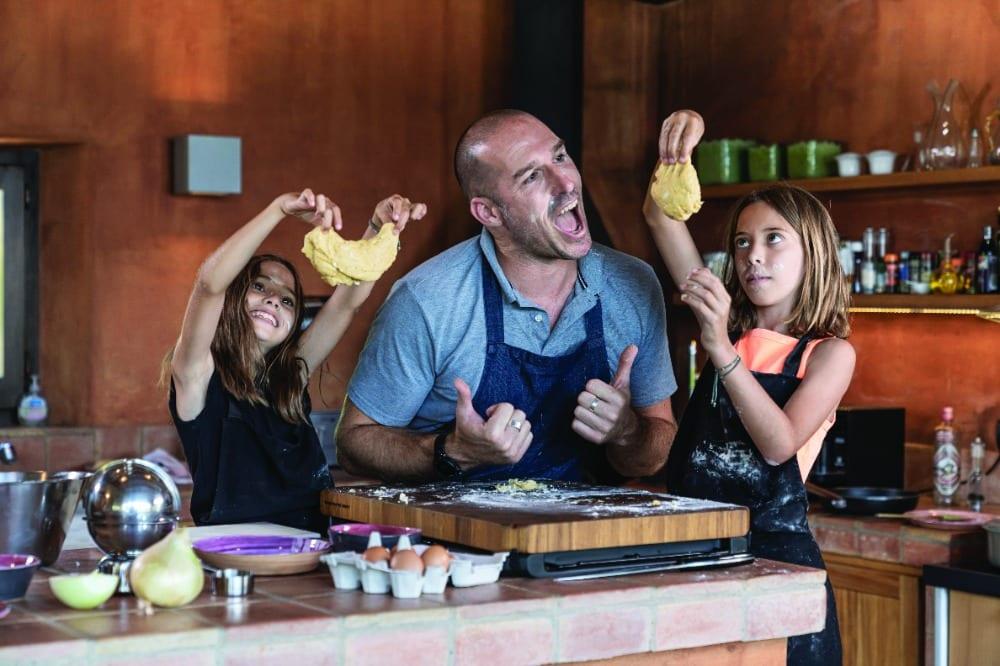 chef Greg Ross niñas cocinar en familia