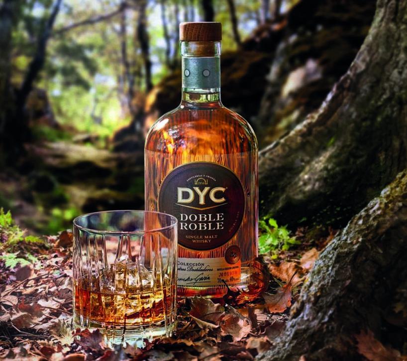 Botella de DYC Doble Roble en el bosque