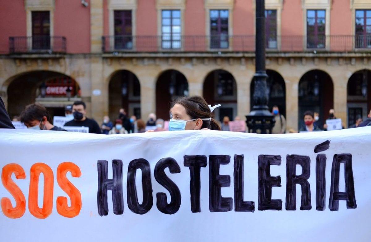 manifestantes medidas para salvar la hostelería