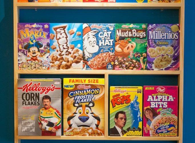 prateleira no Cereal Hunters Café