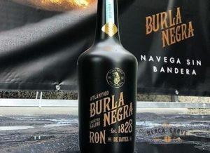 botella de ron Burla Negra