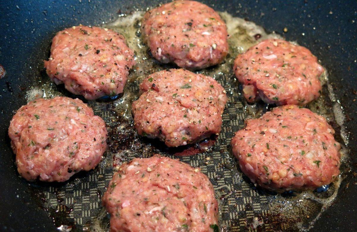 la schiuma che fa la carne